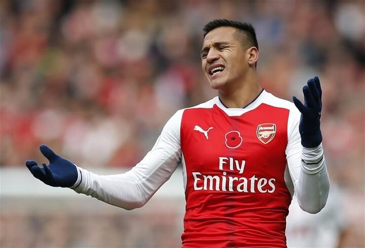Alexis Sanchez Injury: Arsenal Star Injured During Chile Training Session