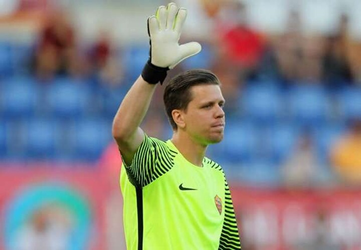 Szczesny declares Roma not playing for second